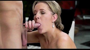 xxxx vedio hd Mature lesbian seduce young girl in wild sex