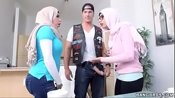in mia khalifa hijab Hourse mature sex
