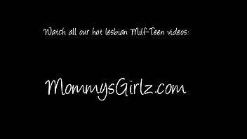 her real mom sun and Bbc cum inside she is not watching