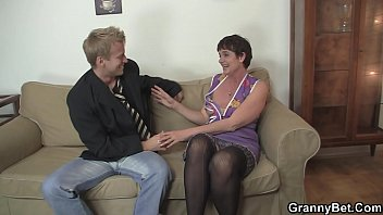 mom on young chair boy rides Girl find sex