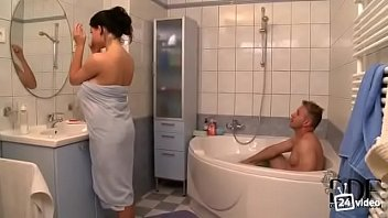 solo shower girl Girl male sex old and young but the woman is very forgiving