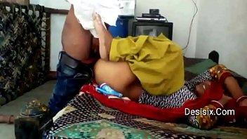 desi phudi xnxxx Strangers fingered wife at bar